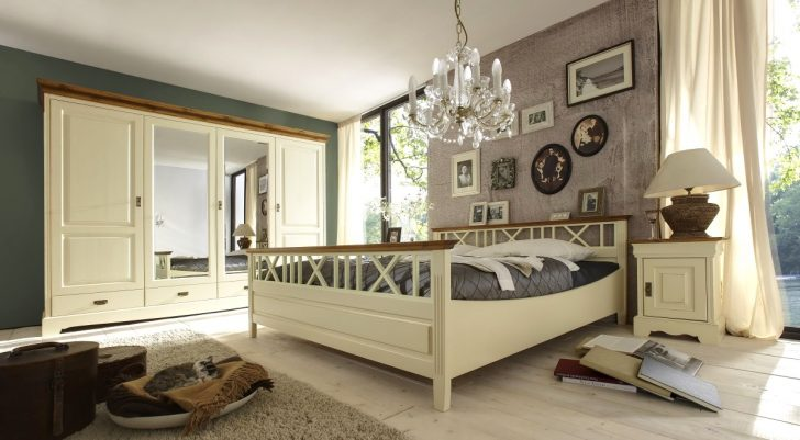 Medium Size of Schlafzimmer Landhaus Landhausstil Deckenleuchte Betten Mit überbau Komplett Günstig Lattenrost Und Matratze Wandleuchte Tapeten Stuhl Lampe Regal Weiß Schlafzimmer Schlafzimmer Landhaus