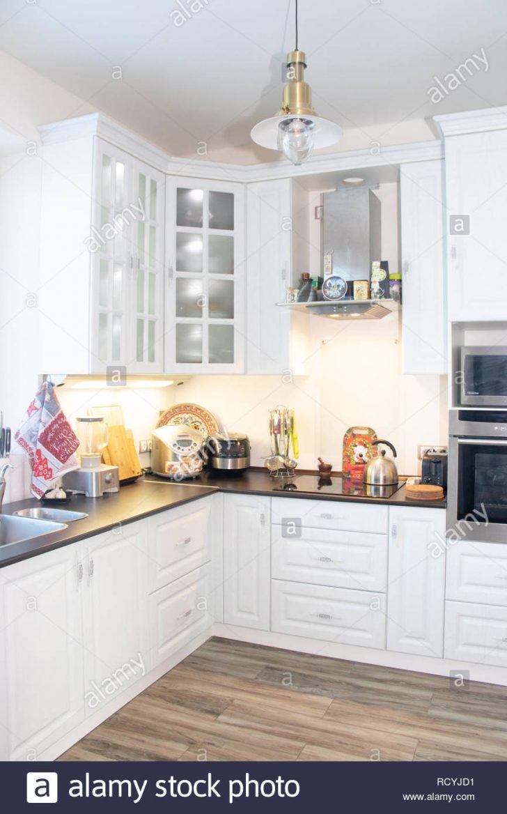 Weiße Küche Weie Kche Aus Holz Moderne Mbel Und Interieur Mit Kochinsel Weißes Bett 90x200 Outdoor Kaufen Schrankküche Müllschrank E Geräten Günstig Küche Weiße Küche