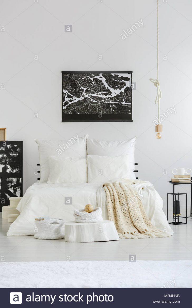 Medium Size of Weißes Schlafzimmer Weies Gerumiges Einrichtung Im Skandinavischen Stil Bett Set Mit Matratze Und Lattenrost Deckenlampe Teppich Günstige Komplett Schlafzimmer Weißes Schlafzimmer