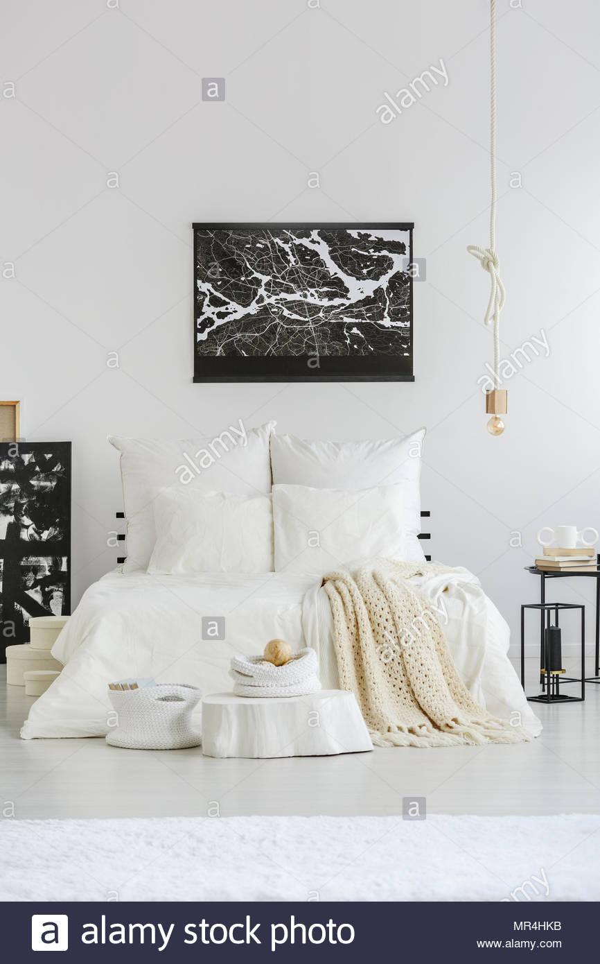 Full Size of Weißes Schlafzimmer Weies Gerumiges Einrichtung Im Skandinavischen Stil Bett Set Mit Matratze Und Lattenrost Deckenlampe Teppich Günstige Komplett Schlafzimmer Weißes Schlafzimmer