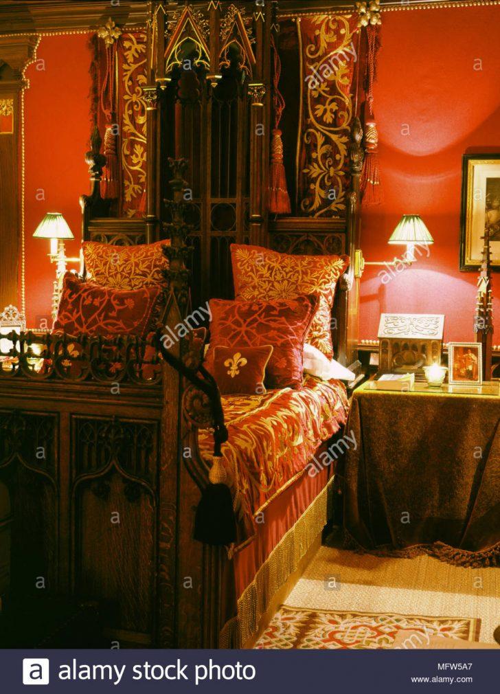 Medium Size of Romantische Schlafzimmer Traditionelles Rotes Aus Holz Geschnitzte Bett Samt Klimagerät Für Sessel Betten Komplett Massivholz Fototapete Landhaus Günstige Schlafzimmer Romantische Schlafzimmer
