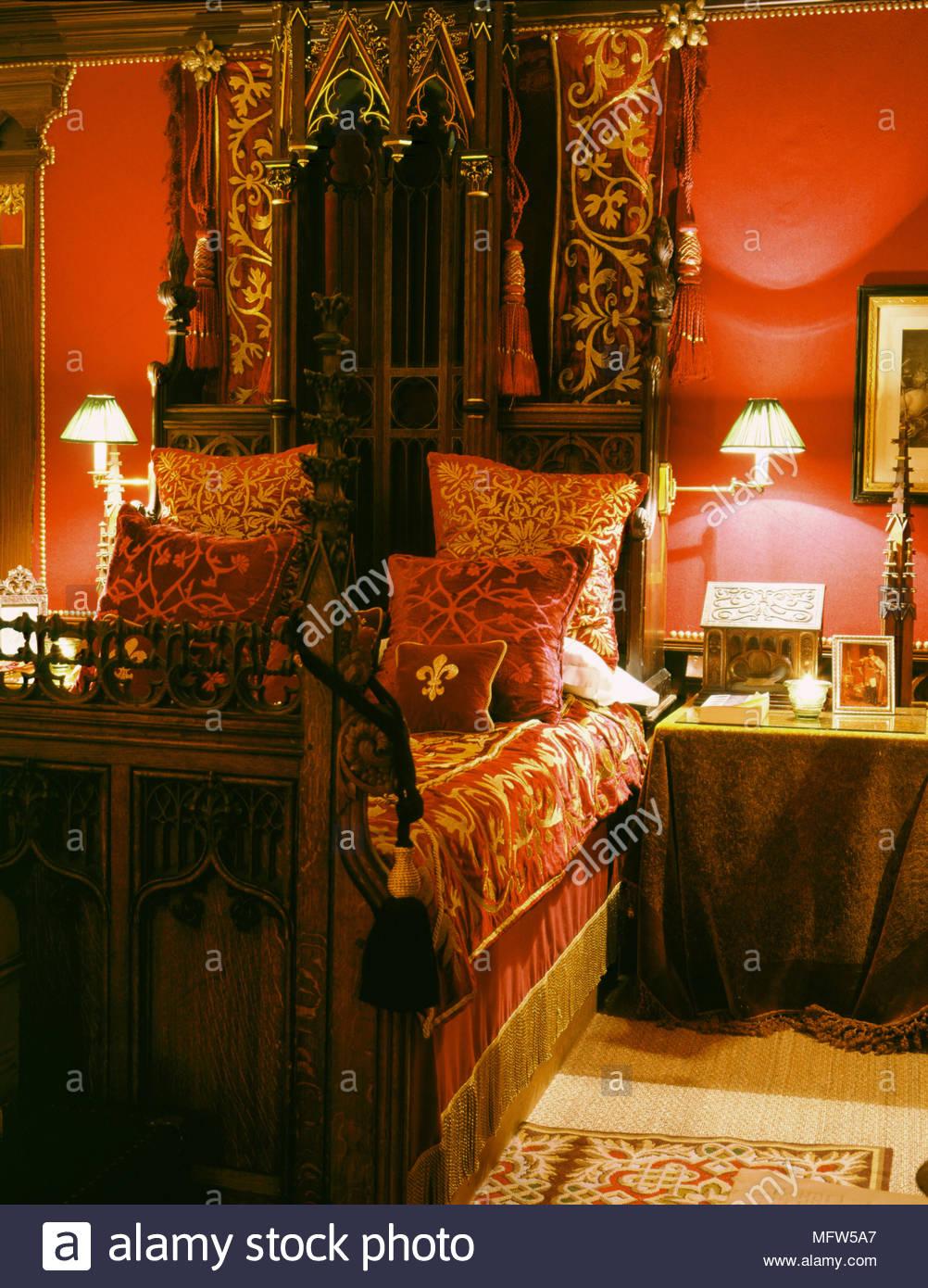 Full Size of Romantische Schlafzimmer Traditionelles Rotes Aus Holz Geschnitzte Bett Samt Klimagerät Für Sessel Betten Komplett Massivholz Fototapete Landhaus Günstige Schlafzimmer Romantische Schlafzimmer