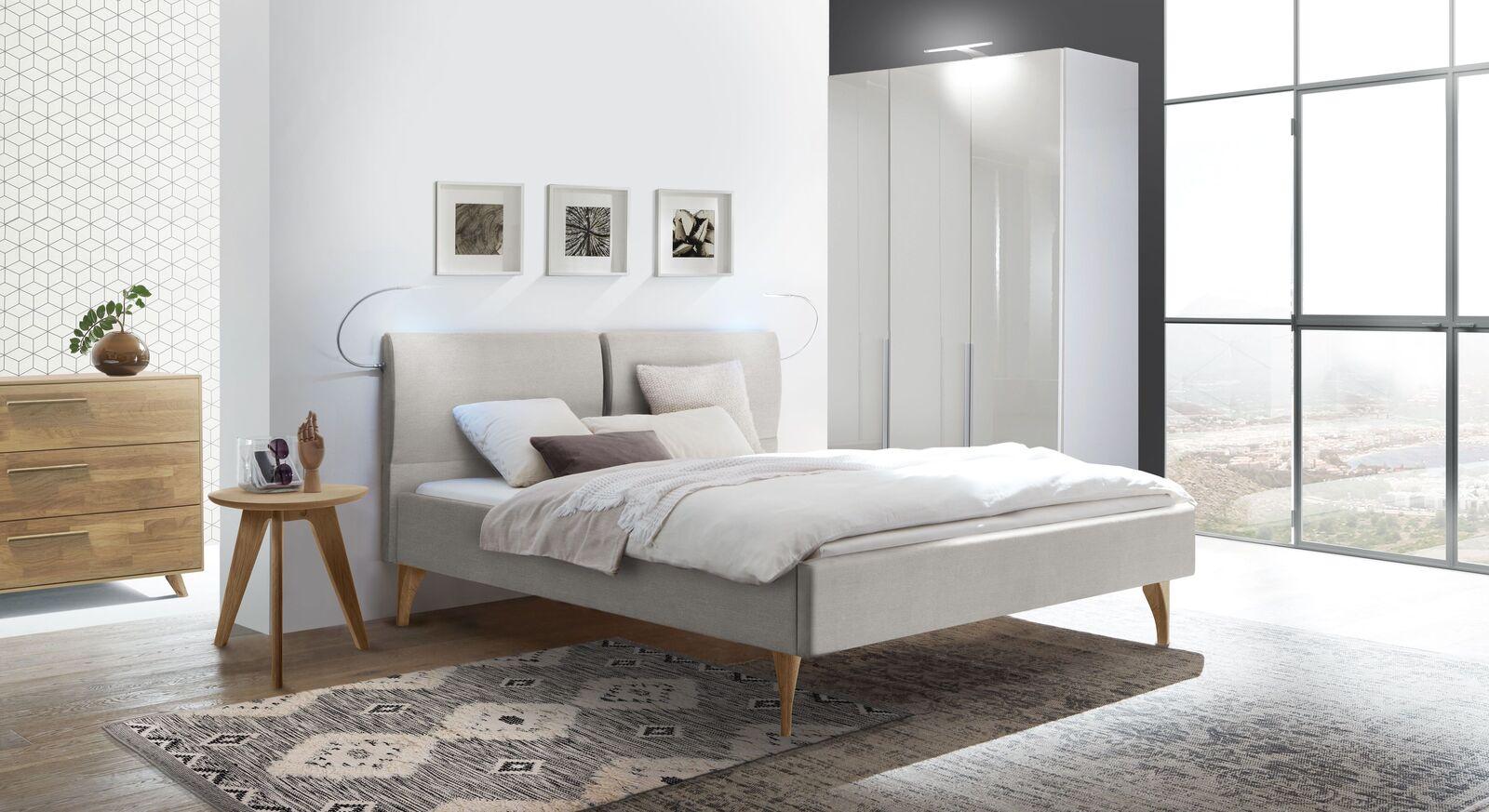 Full Size of Bett Modern Design Italienisches Puristisch Polsterbett Mit Ausgestellten Holzbeinen Webstoffbezug Marla Betten Schubladen Flexa überlänge Erhöhtes Bett Bett Modern Design
