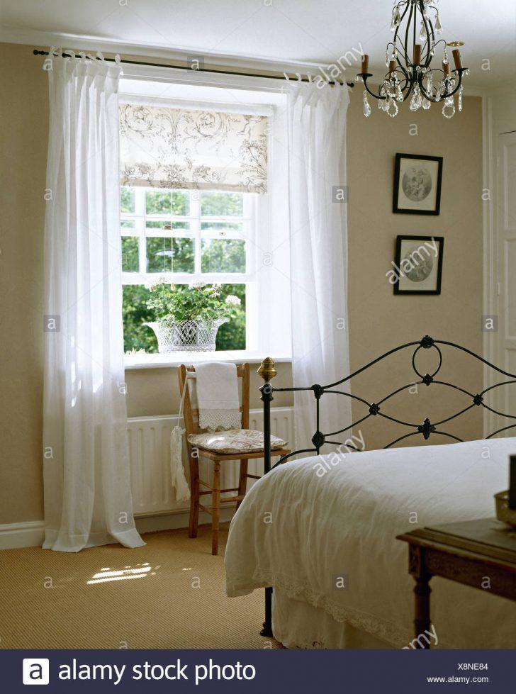 Medium Size of Vorhänge Schlafzimmer Weie Bettwsche Auf Schmiedeeisen Bett In Blgrau Sessel Rauch Wandtattoo Stehlampe Günstige Tapeten Deckenleuchte Stuhl Regal Set Schlafzimmer Vorhänge Schlafzimmer