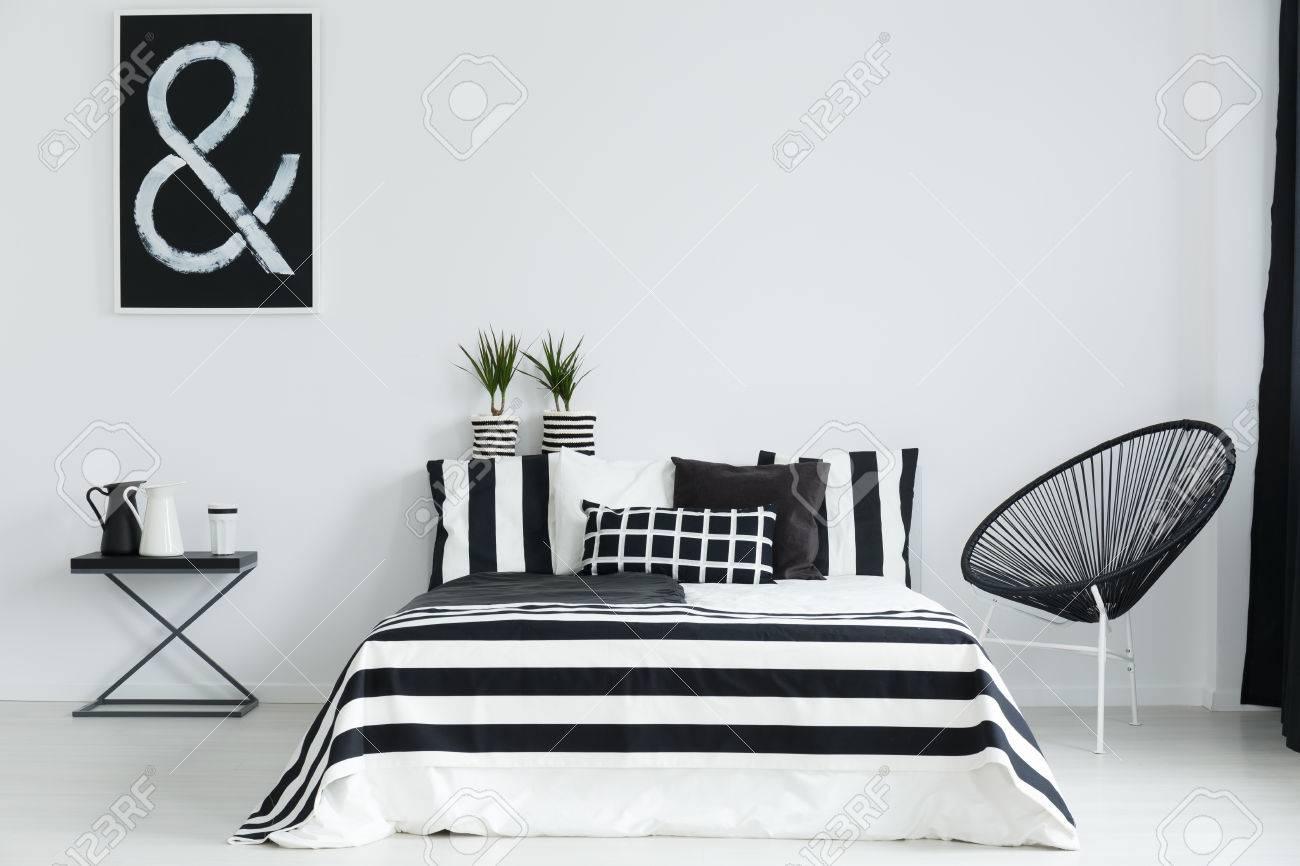 Full Size of Schlafzimmer Stuhl Schwarz Wei Mit Und Nachttisch Landhaus Kronleuchter Komplettes Weiß Stehlampe Led Stapelstuhl Garten Weißes Set Matratze Lattenrost Schlafzimmer Schlafzimmer Stuhl