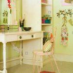 Schlafzimmer Stuhl Am Tisch In Der Modernen Stockfoto Kronleuchter Kommode Massivholz Wandlampe Wandbilder Deckenleuchte Modern Klappstuhl Garten Komplette Schlafzimmer Schlafzimmer Stuhl