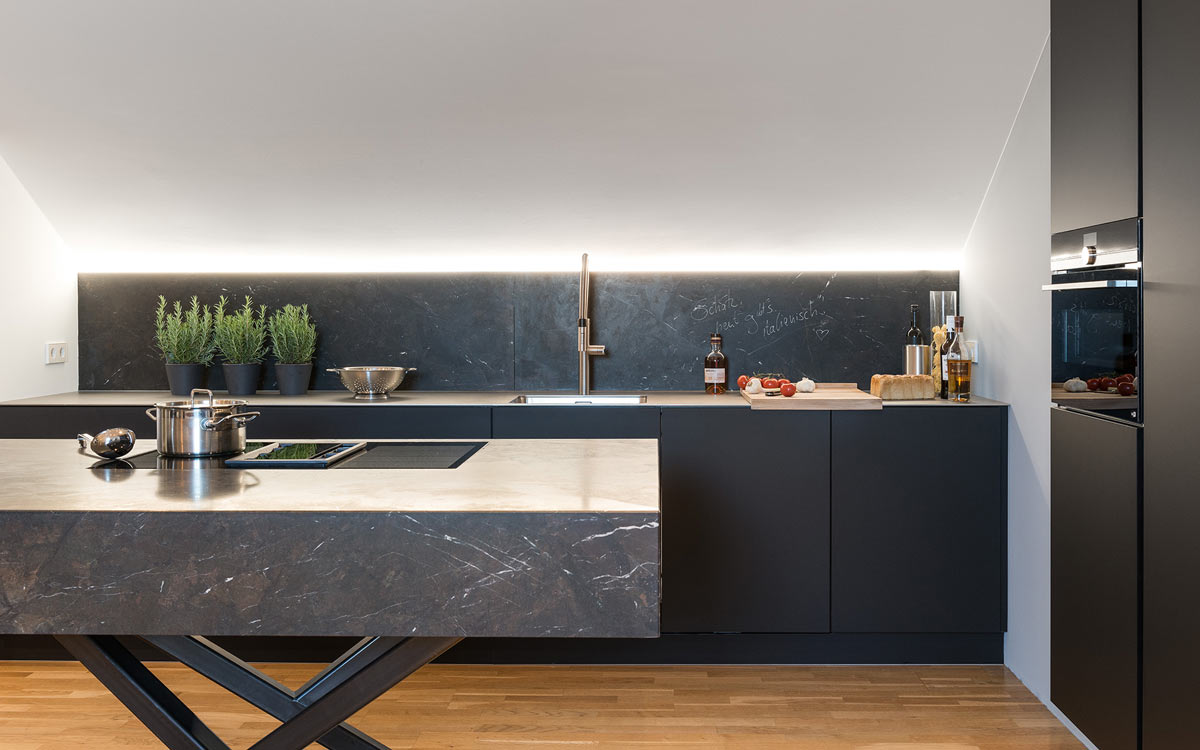 Full Size of Schwarze Küche Mit E Geräten Schwarze Küche Grifflos Schwarze Küche Vor Und Nachteile Schwarze Küche Pinterest Küche Schwarze Küche