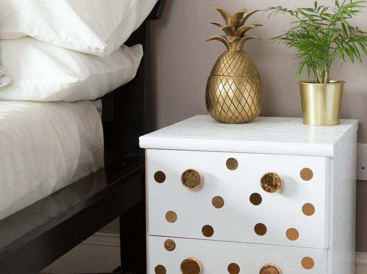 Medium Size of D C Home Dein Neuer Hingucker Nachttisch Mit Gold Sitzbank Schlafzimmer Wohnzimmer Dekoration Günstige Deko Komplette Günstig Deckenleuchte Modern Schlafzimmer Deko Schlafzimmer