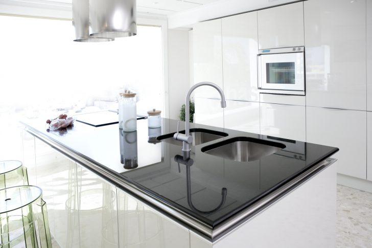 Medium Size of Modern White Kitchen Clean Interior Design Küche Singelküche