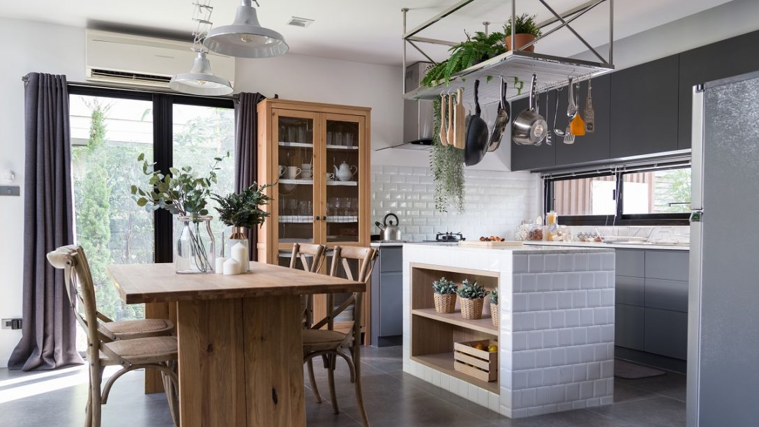 Large Size of Cozy Pantry Area With Natural Wood Dining Table And Stainless Hanging  Shelves In Modern Vintage Style Küche Küche Sitzgruppe