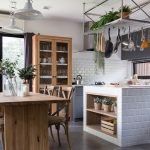 Cozy Pantry Area With Natural Wood Dining Table And Stainless Hanging  Shelves In Modern Vintage Style Küche Küche Sitzgruppe