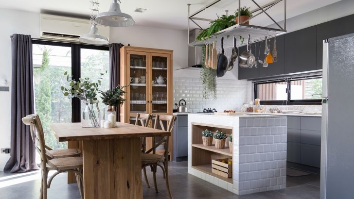 Medium Size of Cozy Pantry Area With Natural Wood Dining Table And Stainless Hanging  Shelves In Modern Vintage Style Küche Küche Sitzgruppe