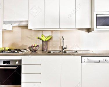 Vorratsschrank Küche Küche Vorratsschrank Küche Kche Interieur Mit Licht Beleuchtet Tapeten Für Die Aufbewahrungsbehälter Holzregal Fliesen Kleine Einrichten Alno Oberschrank