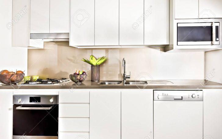 Medium Size of Vorratsschrank Küche Kche Interieur Mit Licht Beleuchtet Tapeten Für Die Aufbewahrungsbehälter Holzregal Fliesen Kleine Einrichten Alno Oberschrank Küche Vorratsschrank Küche