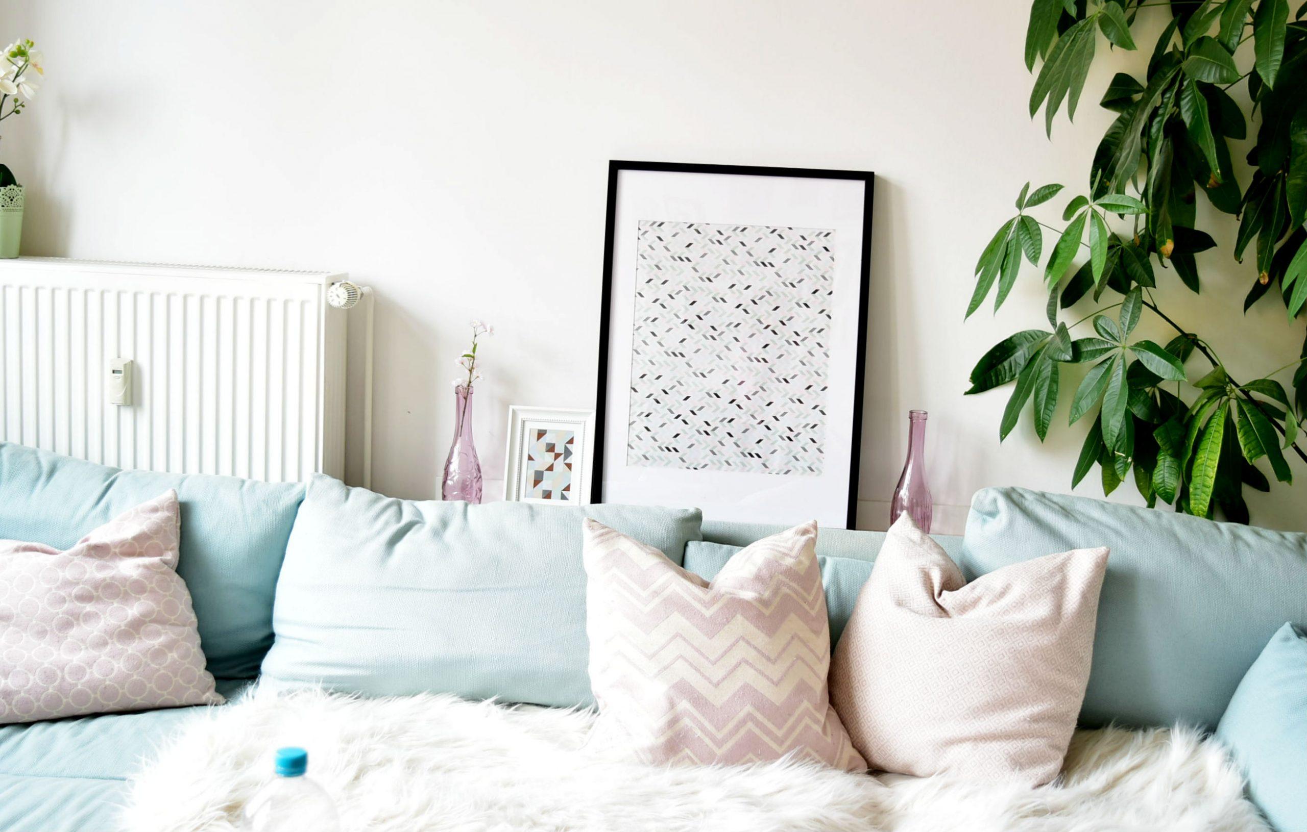 Full Size of Homestory Wohn Schlafzimmer Dekoration Wandbilder Komplett Günstig Mit überbau Sessel Deckenlampe Deckenleuchten Eckschrank Landhausstil Tapeten Truhe Schlafzimmer Wandbilder Schlafzimmer