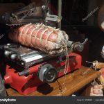 Schneidemaschine Küche Küche Küche Rot Schinken Mit Groe Wurst Eine Ausstellungsstück Grifflose Amerikanische Kaufen Tapeten Für Wandtattoo Abfalleimer Einhebelmischer Arbeitsplatte