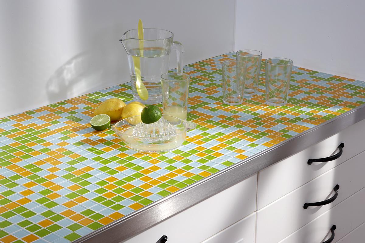Full Size of Mit Mosaikfliesen Werden Kchen Endlich Bunt Küche Elektrogeräten Wasserhahn Weiß Hochglanz Teppich Für Miniküche Kühlschrank Aufbewahrungsbehälter Küche Fliesenspiegel Küche Selber Machen