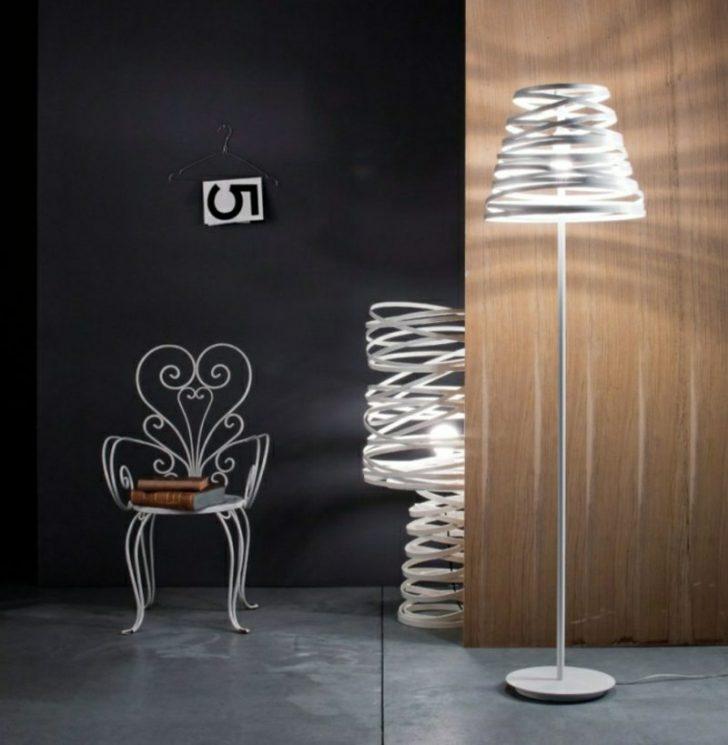Medium Size of Stehlampen Modern Als Blickfang Im Interieur Deckenleuchten Wohnzimmer Lampe Indirekte Beleuchtung Sessel Rollo Teppich Tapete Stehlampe Anbauwand Vorhang Wohnzimmer Stehlampe Wohnzimmer