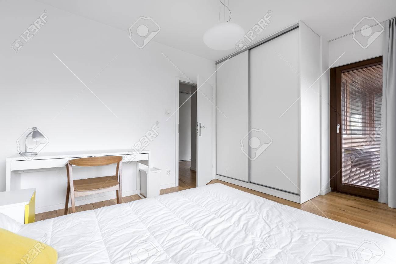 Full Size of Schlafzimmer Landhausstil Wandlampe Günstige Schimmel Im Vorhänge Romantische Weißes Set Günstig Weiß Regal Schlafzimmer Weißes Schlafzimmer