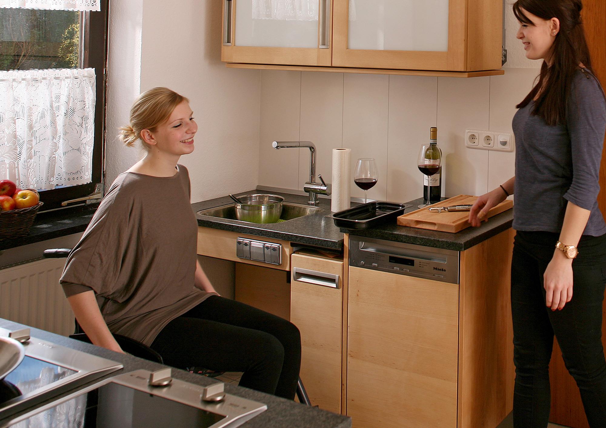 Full Size of Küche U Form Mit Theke Müllsystem Rosa Hängeschrank Höhe Ebay Kaufen Günstig Niederdruck Armatur Einrichten Blende Obi Einbauküche Vorratsdosen Küche Behindertengerechte Küche