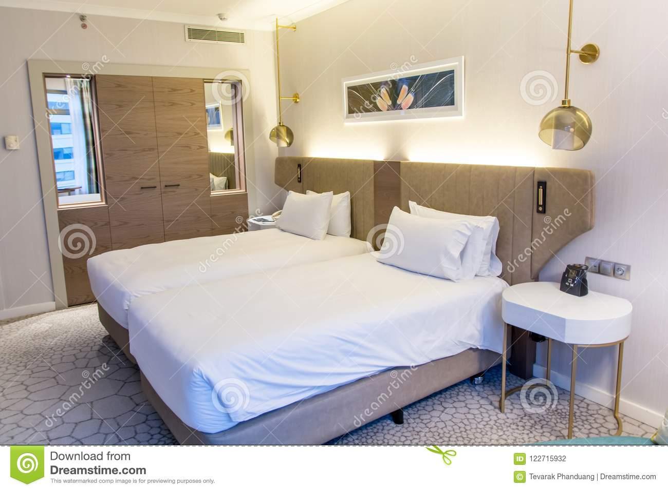 Full Size of Schlafzimmer Mit Zwei Betten Innenraum Eines Hotelschlafzimmers Rauch 140x200 Möbel Boss Gardinen Ohne Kopfteil München Klimagerät Für Wiemann Sitzbank Set Schlafzimmer Schlafzimmer Betten
