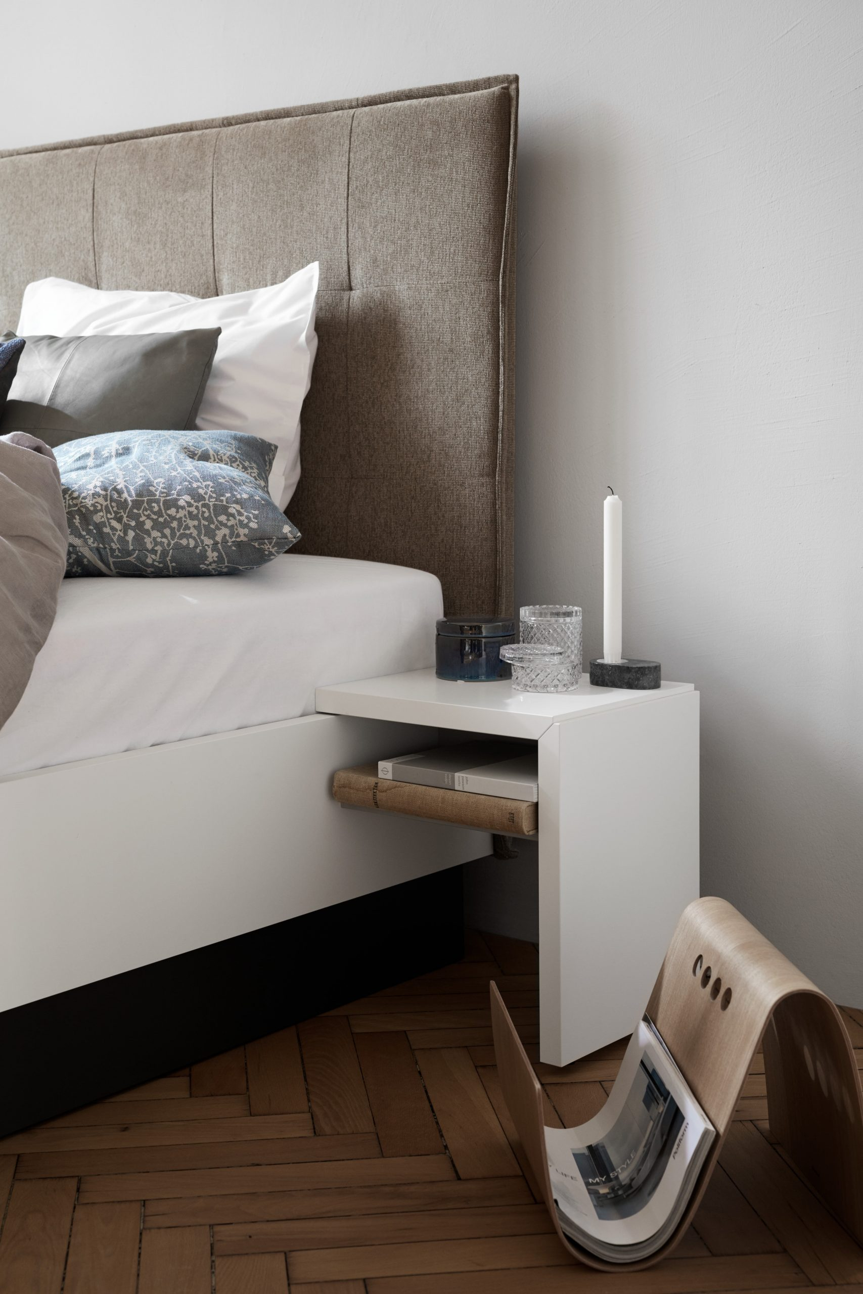 Full Size of Bett Italienisches Design Modern Puristisch Lugano Nachttisch Platzsparend Hasena Ebay Betten Rauch Metall Feng Shui Eiche Massiv 180x200 Mit Bettkasten Balken Bett Bett Modern Design
