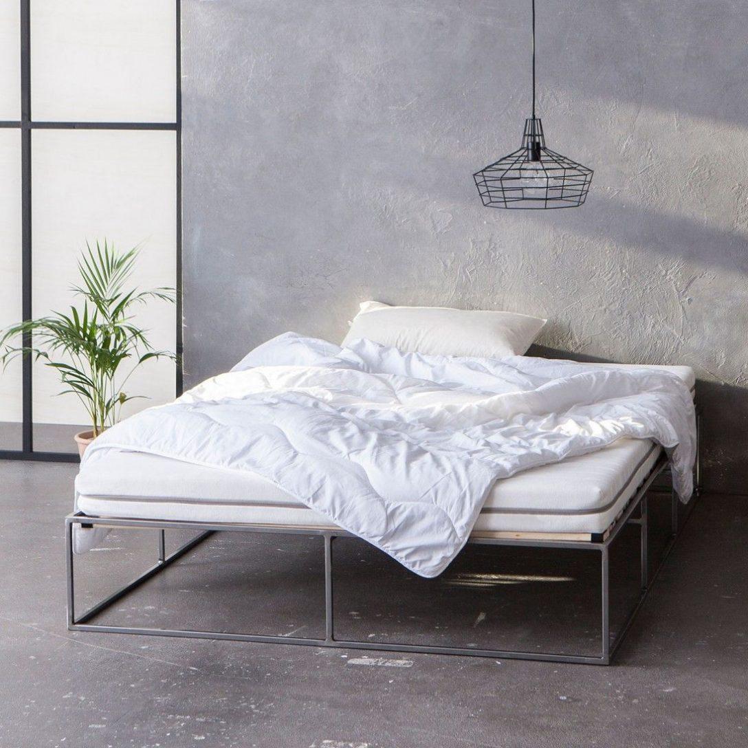 Large Size of Metallbett Stahlbett Metal Bed Minimalistisch Lifetime Bett Hohe Betten Ebay 180x200 Ohne Kopfteil Buche 120x200 Mit Matratze Und Lattenrost Kleinkind Eiche Bett Metall Bett