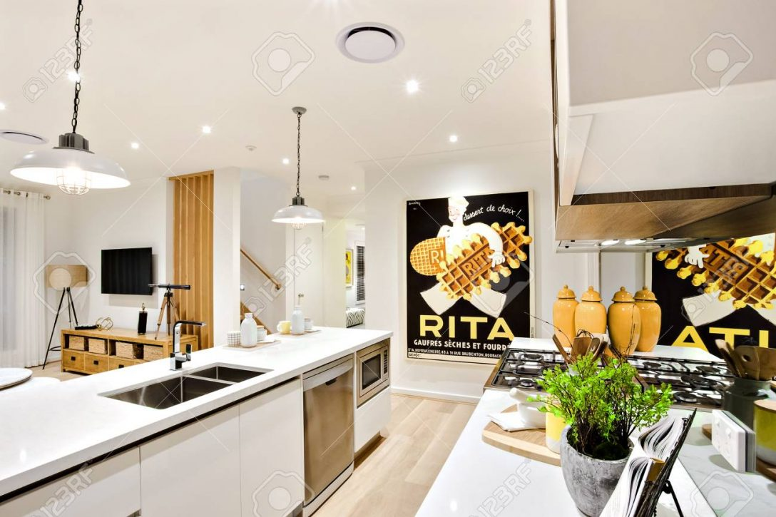 Large Size of Modern Kitchen Closeup With White Walls And Hanging Lamps Küche Theke Küche