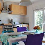 Erste Eigene Wohnung Umzug Kche Verschiedene Sthle 2 Lavie Kleine Küche L Form Griffe Deckenleuchte Billig Klapptisch Theke Eckschrank Arbeitsplatte Küche Küche Umziehen