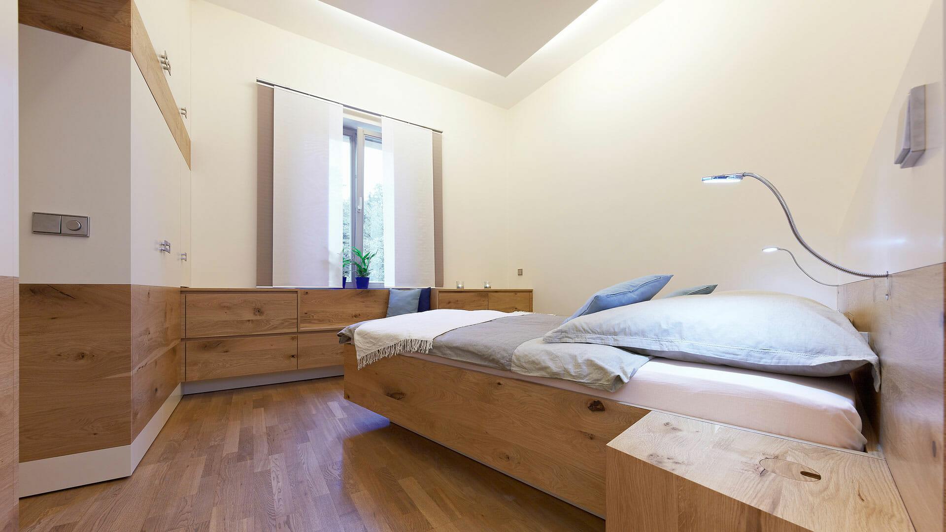 Full Size of Modernes Massivholz Schlafzimmer Diemeistertischler Deckenlampe Rauch Set Mit Matratze Und Lattenrost Deckenleuchte Günstige Komplett Sessel Komplettangebote Schlafzimmer Schlafzimmer Massivholz