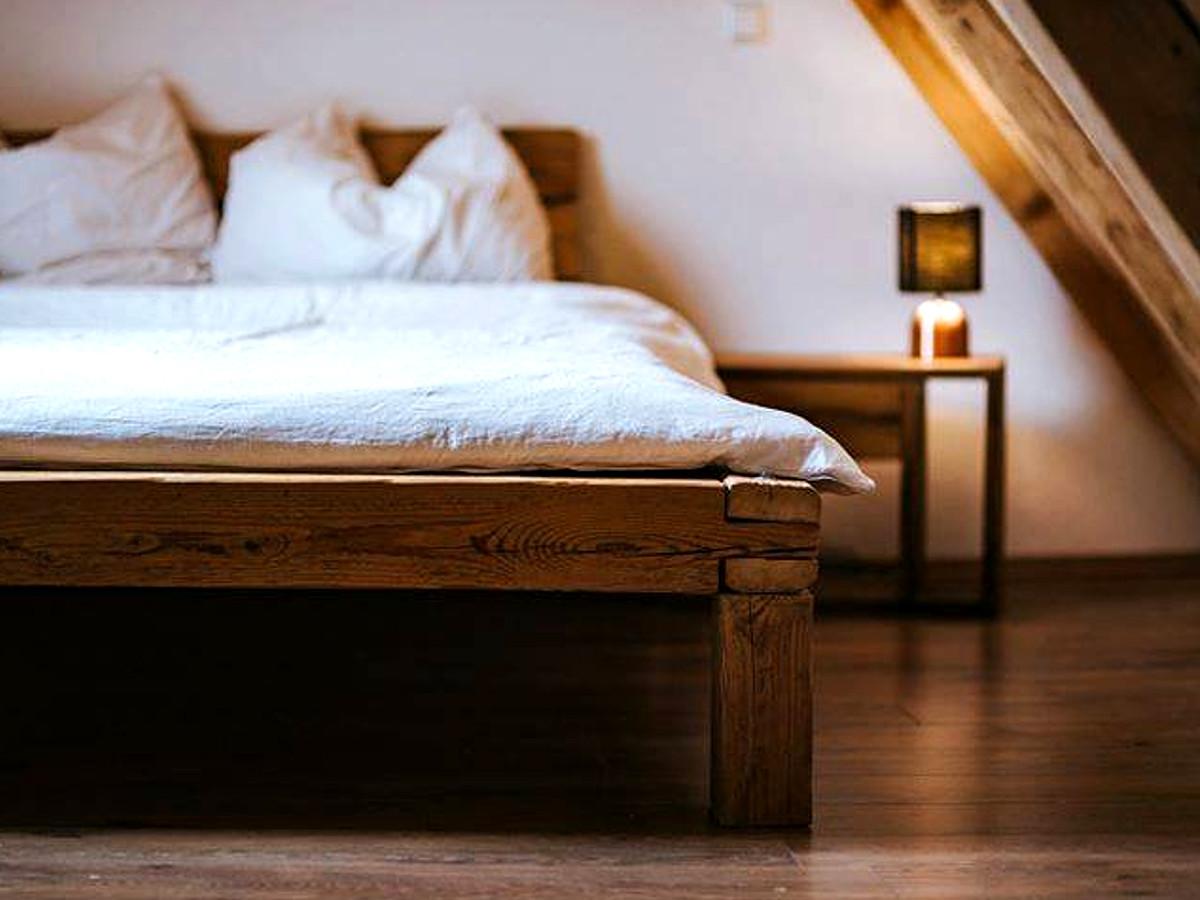 Full Size of Massivholz Schlafzimmer Set Mit Matratze Und Lattenrost Komplett Poco Betten Wandtattoos Komplettangebote Lampen Deckenlampe Teppich Wiemann Romantische Stuhl Schlafzimmer Massivholz Schlafzimmer