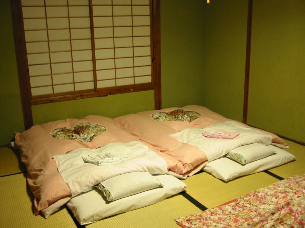 Full Size of Japanisches Bett Futon Wikipedia Landhaus Mit Rückenlehne 1 40 Betten Massivholz Joop 160 Tempur 160x200 Niedrig 40x2 00 Ausziehbett Kopfteil 140 Komplett Bett Japanisches Bett