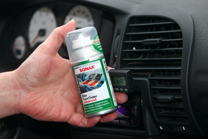 Medium Size of Mit Einem Antibakteriellen Reiniger Wird Die Klimaanlage Von Stinkenden Dueften Befreit Küche Gerüche Neutralisieren Auto