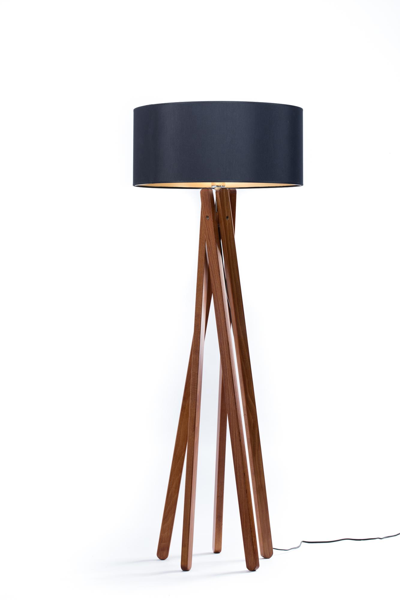 Full Size of Wohnzimmer Stehlampe Poco Stehlampen Modern Holz Dimmbar Ikea Led Stativ Stehleuchte Ebba Nussbaum Schwarz Gold Deckenlampen Beleuchtung Wandbild Anbauwand Wohnzimmer Wohnzimmer Stehlampe