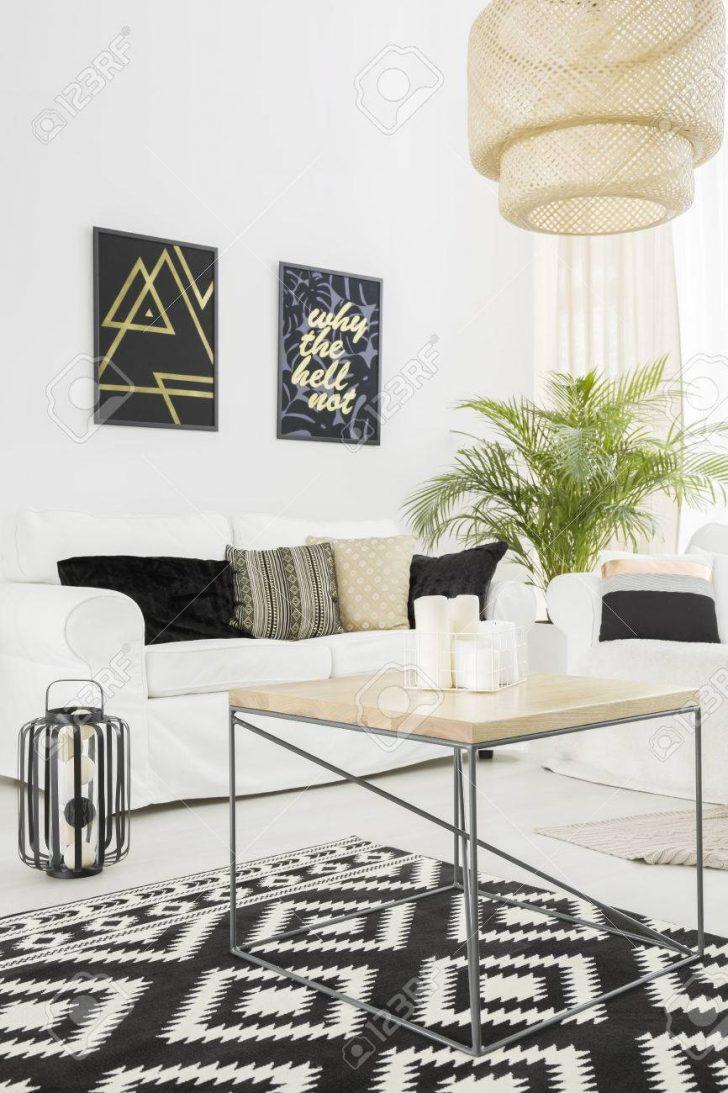 Medium Size of Bright Living Room With Sofa Wohnzimmer Wohnzimmer Teppich