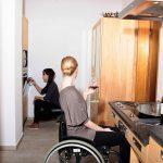 Barrierefreie Kche Aus Massivholz Fr Rollstuhlfahrer Die Aufbewahrungsbehälter Küche Gardinen Für Hochschrank Industrie Hängeschränke Was Kostet Eine Neue Küche Behindertengerechte Küche