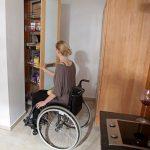 Behindertengerechte Küche Barrierefreie Kche Aus Massivholz Fr Rollstuhlfahrer Die Hängeschrank Höhe Bank Fliesen Für Winkel Wandfliesen Läufer Küche Behindertengerechte Küche
