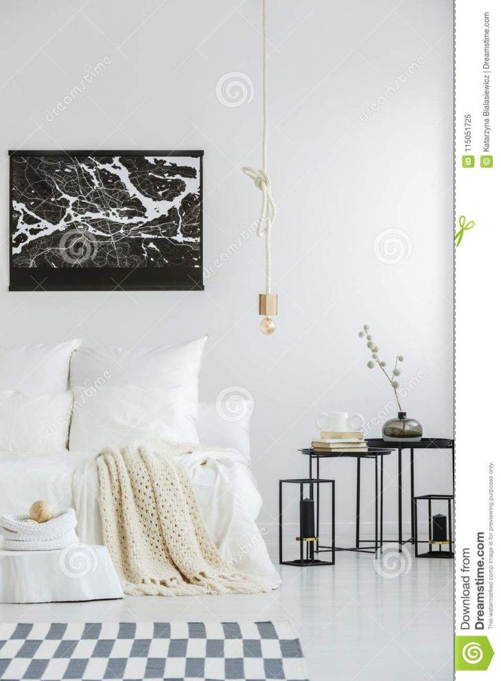 Medium Size of Weißes Schlafzimmer Weies Mit Karierter Stockbild Bild Von Schrank Nolte Wandleuchte Gardinen Regal Bett 140x200 Weiß Komplette Günstige Wandlampe Schlafzimmer Weißes Schlafzimmer