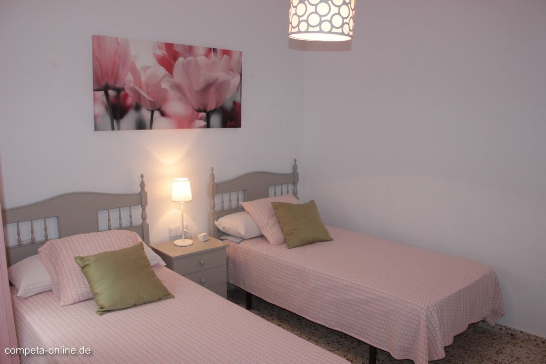 Large Size of Appartement Rosa In Torre Del Mar An Der Costa Sol Zu Badewanne Bette Weißes Bett 90x200 Hohes 180x200 Günstig Paidi Mit Unterbett Schlicht Bettkasten Bett Bett Zum Ausziehen