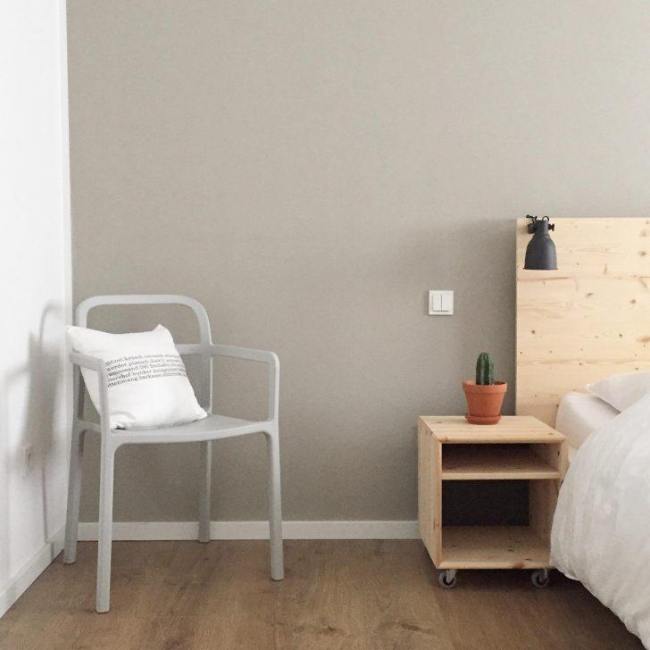 Medium Size of Ein Neuer Stuhl An Meinem Bett Schlafzimmer Stuh Komplett Günstig Gardinen Klimagerät Für Klappstuhl Garten Schimmel Im Kommode Weiß Schaukelstuhl Schlafzimmer Schlafzimmer Stuhl