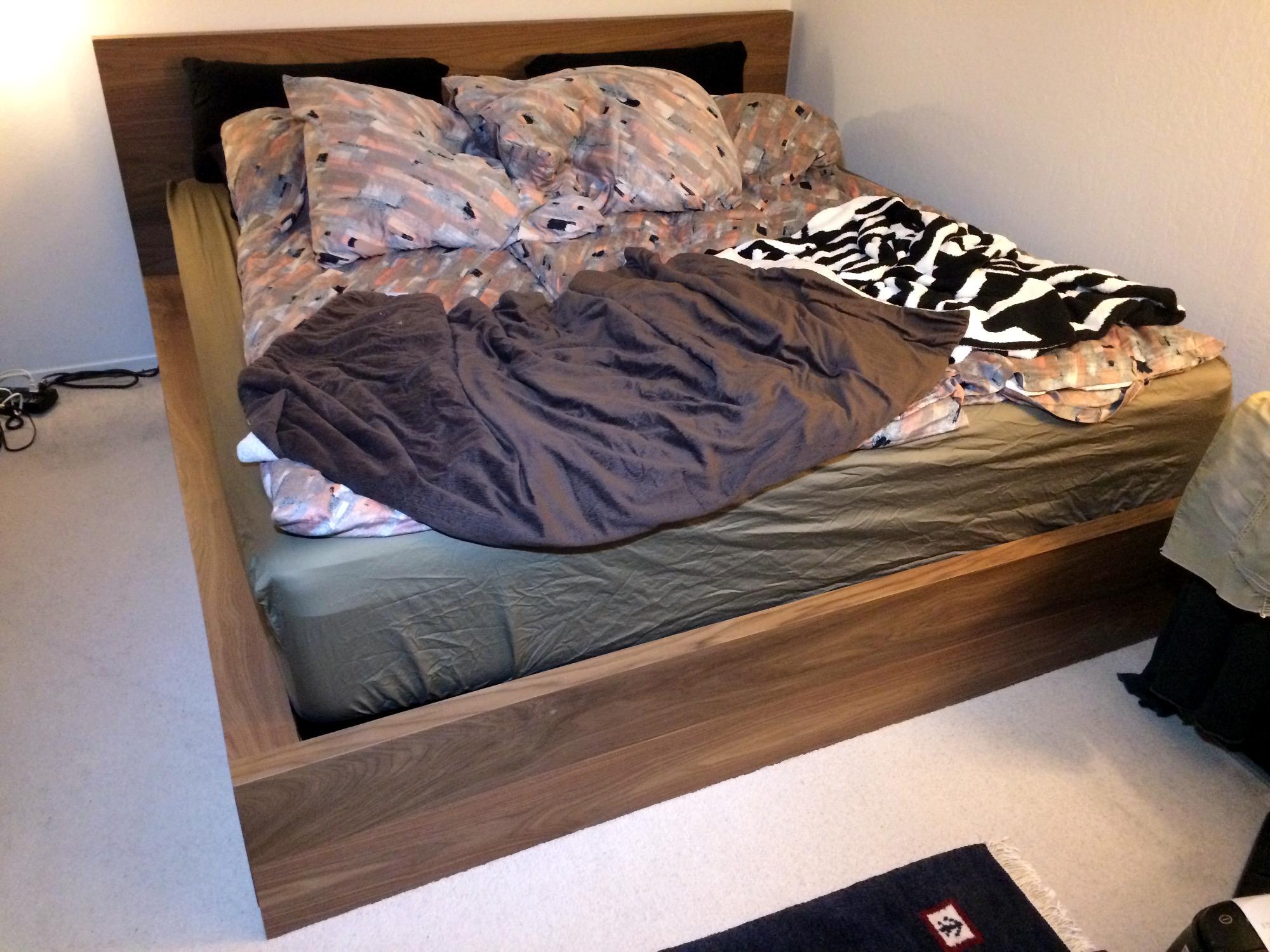Full Size of Amerikanisches Bett Kissen Holz Selber Bauen Mit Vielen Beziehen Bettgestell Bettzeug Kaufen Amerikanische Betten Augen Auf Beim Bettenkauf Bettkasten 180x200 Bett Amerikanisches Bett