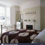 Weißes Schlafzimmer Schlafzimmer Weißes Schlafzimmer Braun Wei Gemustert Bettdecke Auf Traditionellen Blbeige Tapeten Romantische Stuhl Für Vorhänge Truhe Kommode Weiß Komplett Mit