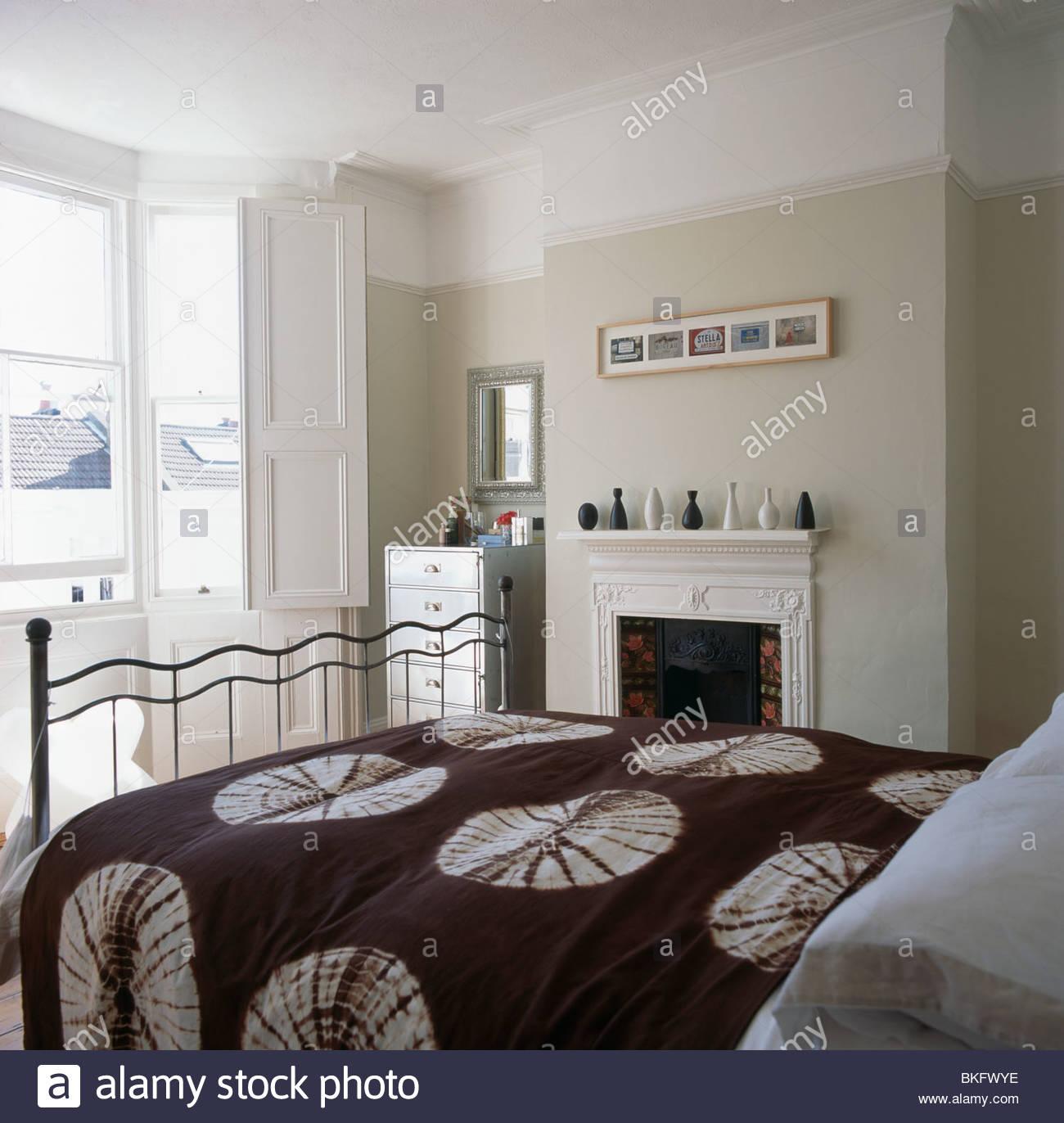 Full Size of Weißes Schlafzimmer Braun Wei Gemustert Bettdecke Auf Traditionellen Blbeige Tapeten Romantische Stuhl Für Vorhänge Truhe Kommode Weiß Komplett Mit Schlafzimmer Weißes Schlafzimmer