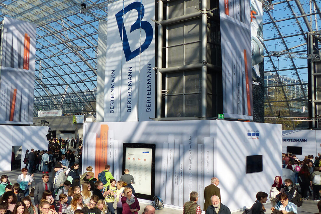 Large Size of Blaue Couch Bayern 1 Podcast Zdf Blaues Sofa Leipziger Buchmesse 2018 Programm Frankfurt Leipzig 2019 Samt Ikea Das Frankfurter Leder Federkern Englisch Graues Sofa Blaues Sofa