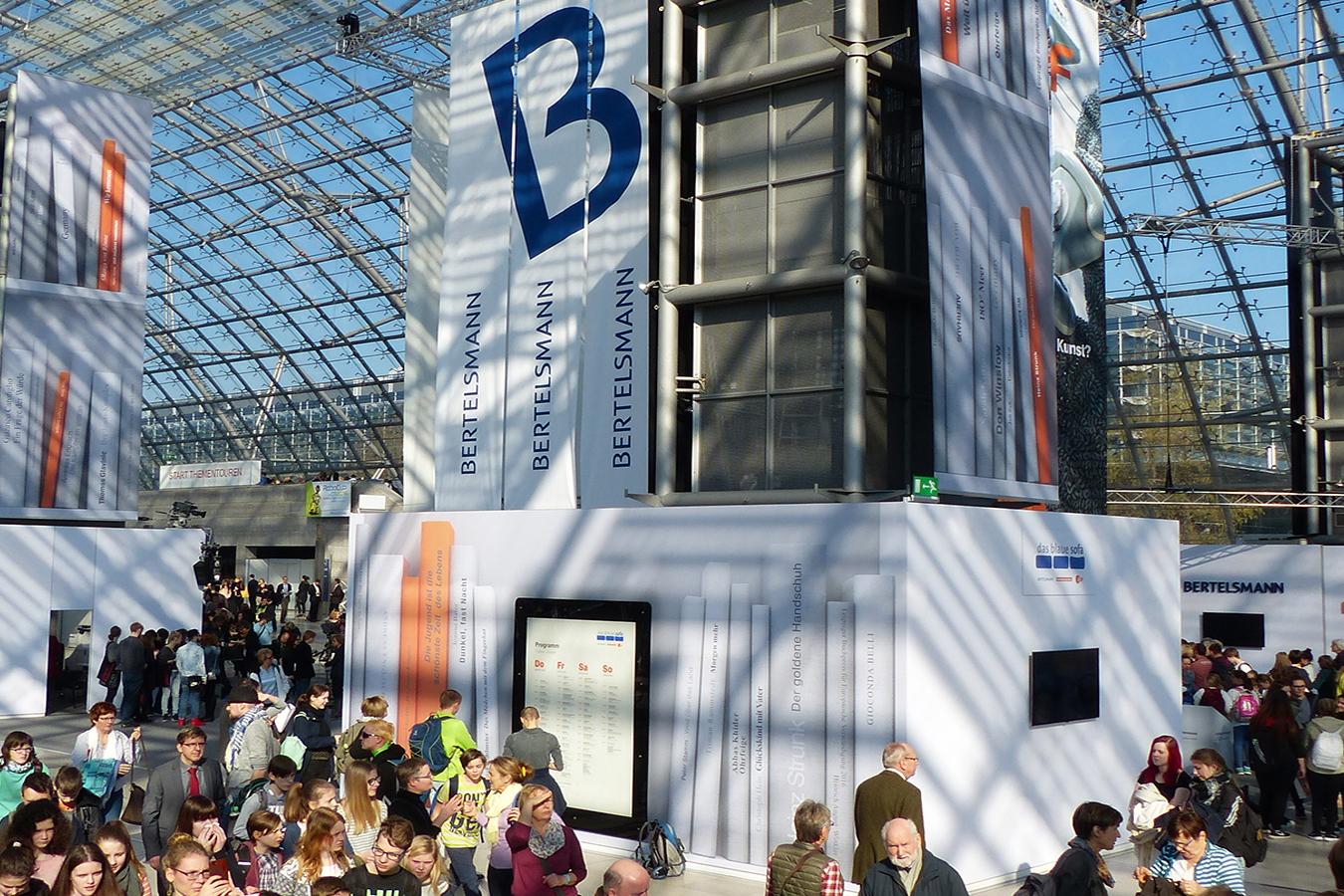 Full Size of Blaue Couch Bayern 1 Podcast Zdf Blaues Sofa Leipziger Buchmesse 2018 Programm Frankfurt Leipzig 2019 Samt Ikea Das Frankfurter Leder Federkern Englisch Graues Sofa Blaues Sofa