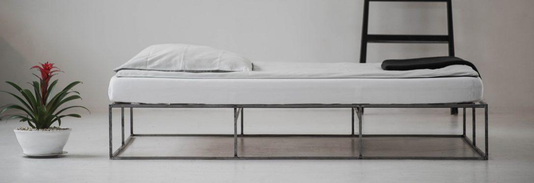 Large Size of Bett Minimalistisch 140x200 Günstig Betten Mannheim 120 X 200 Mit Gepolstertem Kopfteil Meise Sofa Bettfunktion Matratze Flach Oschmann Massivholz Kaufen Bett Bett Minimalistisch