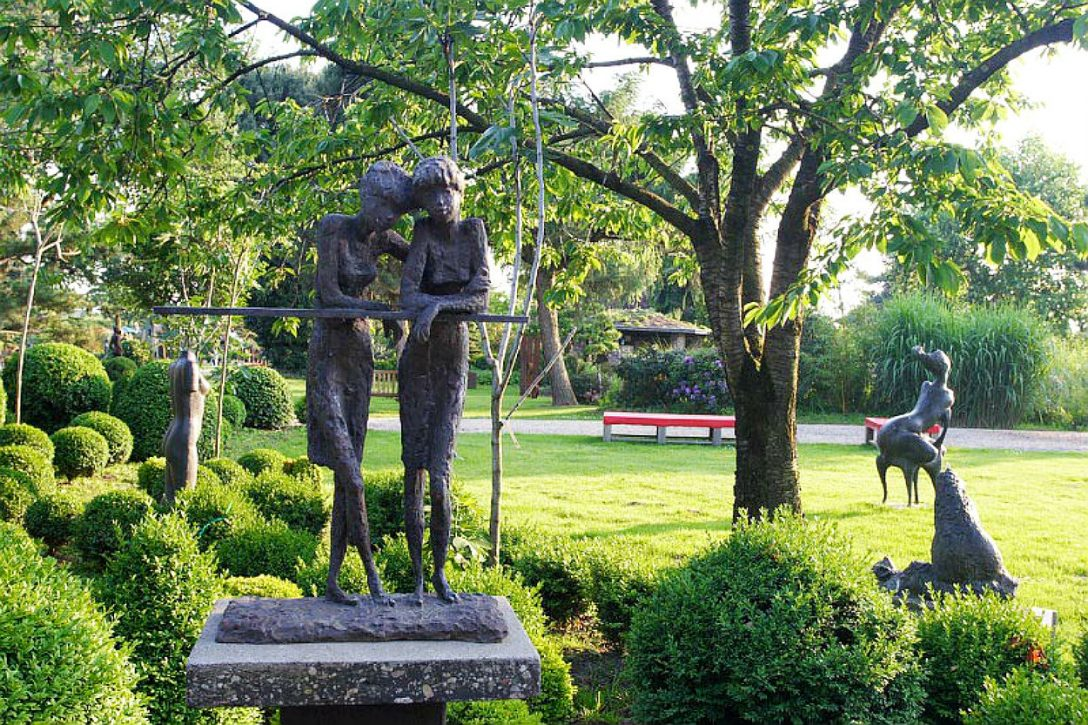 Large Size of Skulptur Und Garten 2014 Baumschule Hfkes Skulpturen Beistelltisch Sichtschutz Im Sonnenschutz Mein Schöner Abo Relaxliege Loungemöbel Günstig Bewässerung Garten Skulpturen Garten