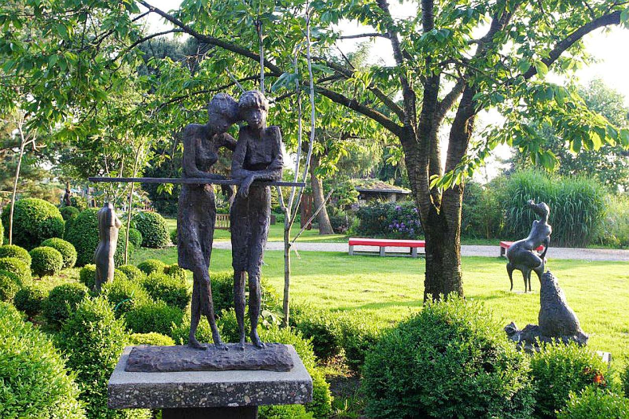 Full Size of Skulptur Und Garten 2014 Baumschule Hfkes Skulpturen Beistelltisch Sichtschutz Im Sonnenschutz Mein Schöner Abo Relaxliege Loungemöbel Günstig Bewässerung Garten Skulpturen Garten