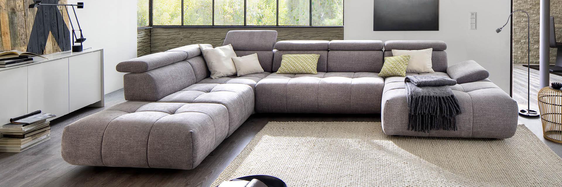 Full Size of Graues Sofa Dekoration Weisser Teppich Graue Couch Welcher Kissen Rosa Brauner Dekorieren 2er Ikea Grauer Welche Farbe Wandfarbe Passt Blauer In Deutschland Sofa Graues Sofa