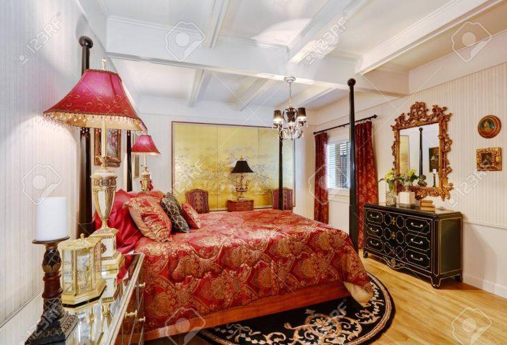 Medium Size of Hauptschlafzimmer Interieur In Weier Farbe Mit Roten Prinzessinen Bett Matratze Und Lattenrost 140x200 Kopfteil Selber Machen Grau Günstig Billige Betten Bett Bett Hoch
